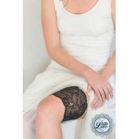 Little Lace: Wide Stretch Lace Garter