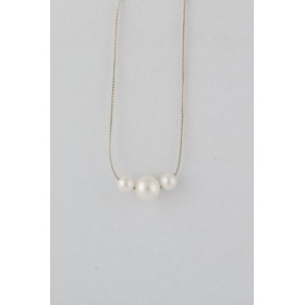Little Lace: Three Pearl Necklance
