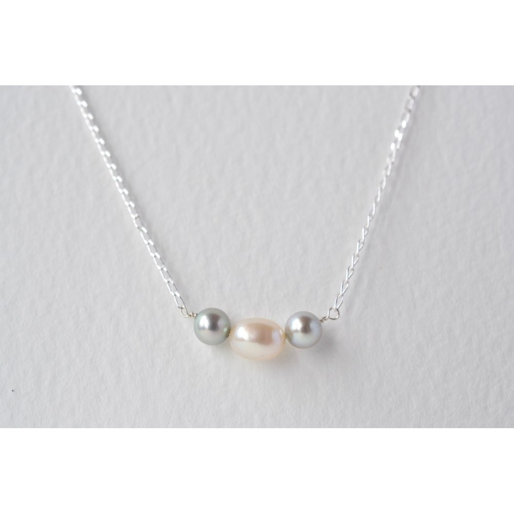 Little Lace Grey & White Pearl Necklace