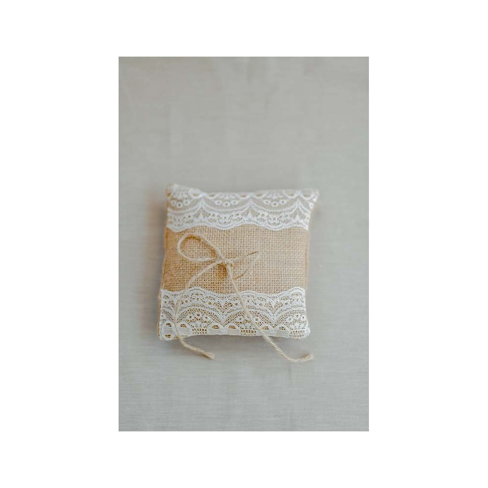 Little Lace Hessian Claire Ring Pillow